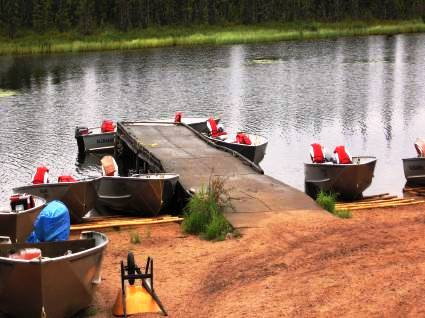 resorts-for-sale-canada-dock-boats