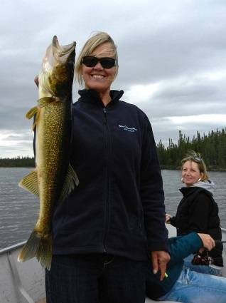 rwalleye-nw-manitoba-drive-in lodge-sale